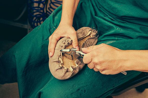 痛くないパンプスは何が違うのか。靴型を一人一人作製するので、ワイズを選ぶなどの煩わしい事はありません。オーダーメイドシューズの利点です。
