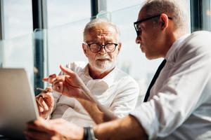 בודקת שכר מוסמכת - בדיקות תקופתיות