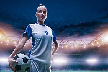 Joven jugador de fútbol femenino