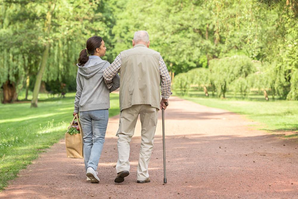Symbolbild Rentner im Park