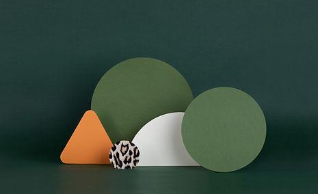 Estructuras de papel verde oscuro
