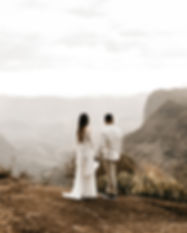 Свадебная пара на природе