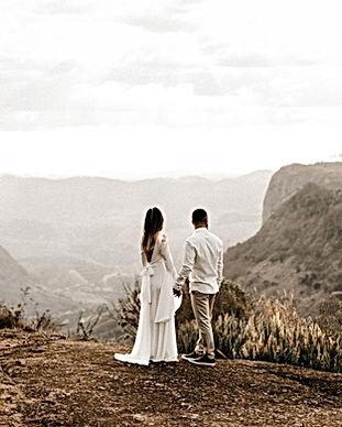 Couple de mariage dans la nature