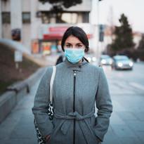 Genç kadın maskesi