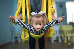 Criança no ar yoga