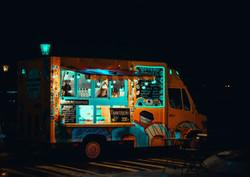 Темная еда грузовик