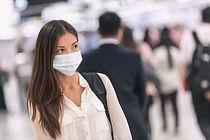 Femme, à, masque papier