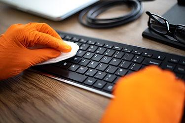 Очистка компьютерной клавиатуры