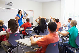 Élèves et professeurs dans une salle de