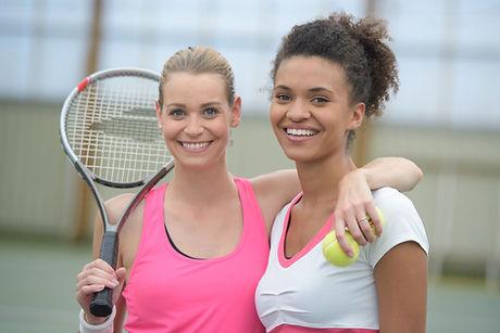 Glückliche Tennisspieler