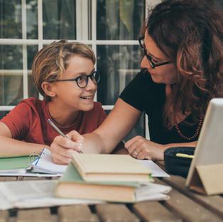 Pourquoi est-ce important de discuter de l'orientation hors du cadre scolaire ?