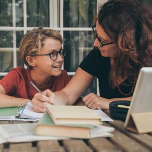 Pourquoi est-il important de parler de l'orientation hors du cadre scolaire ?