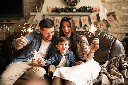 Семья празднует