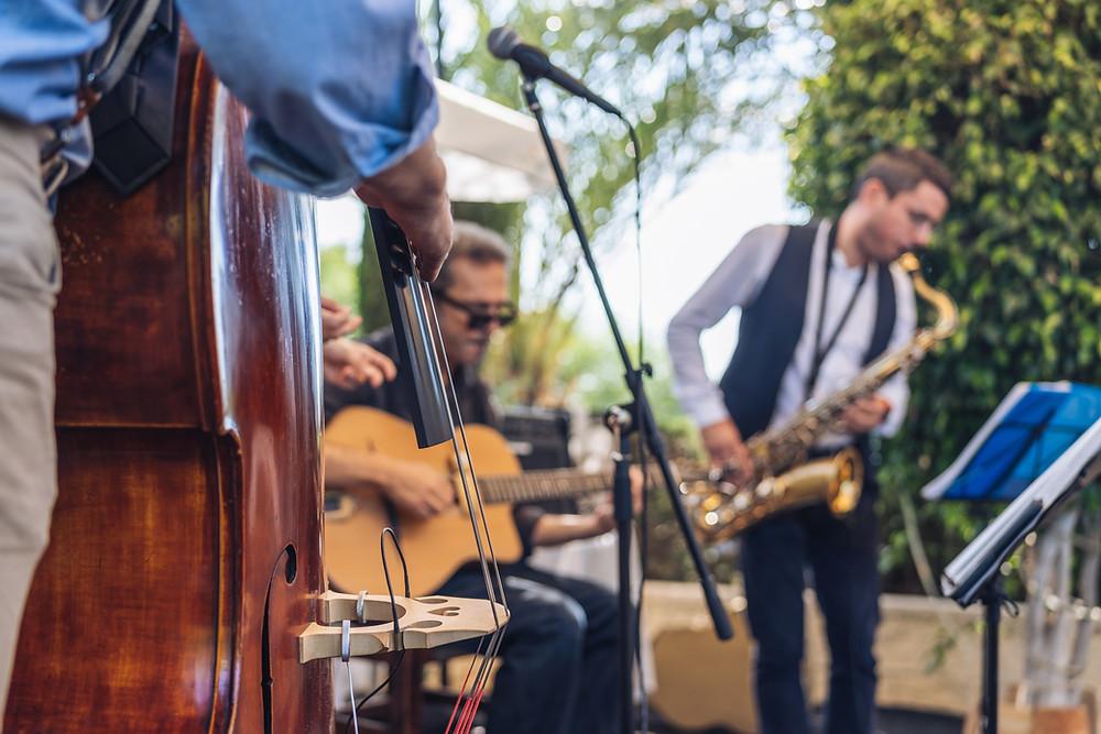 להקה מנגנת באירוע