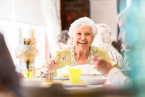 Sorrindo, mulher sênior