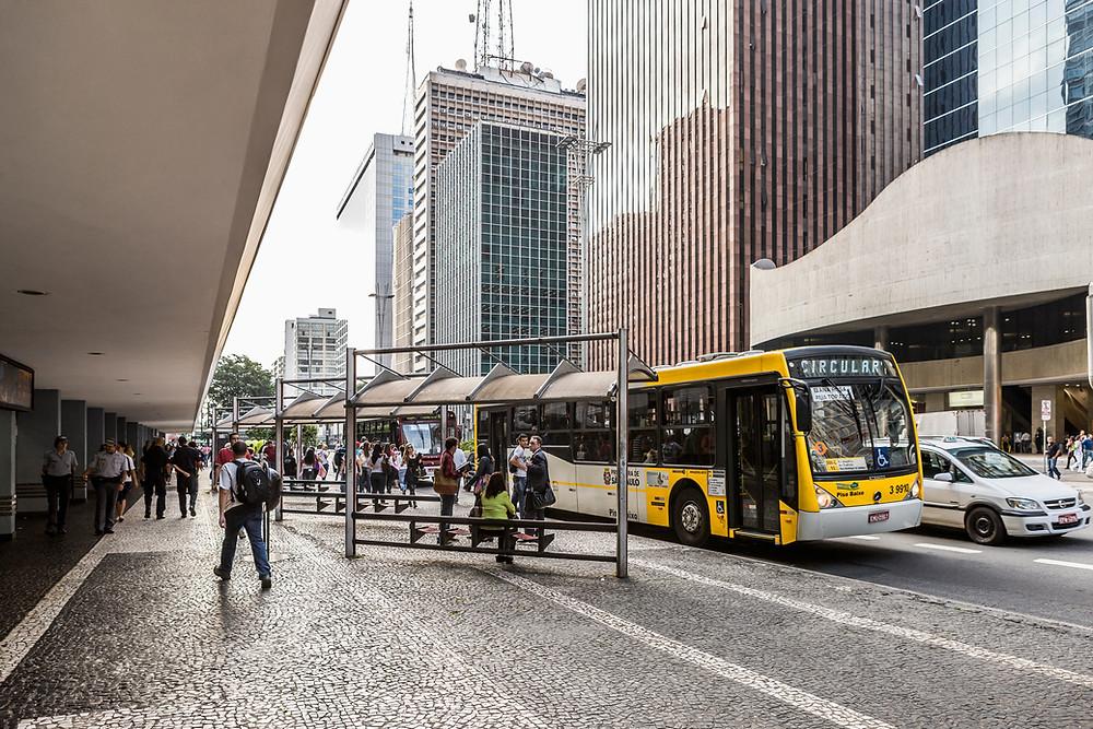 自社送迎バスを運用の費用は意外とかかる
