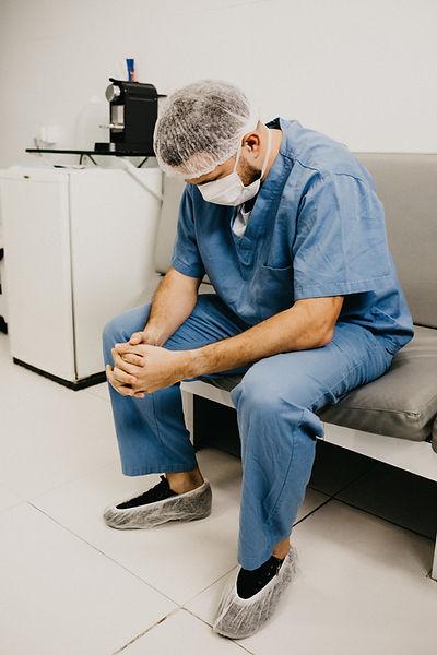 Cirujano en uniforme
