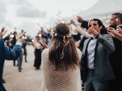 5 essential reasons to hire an MC for a successful wedding celebration