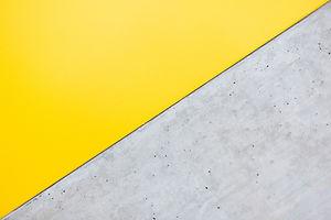 黄色と灰色の壁