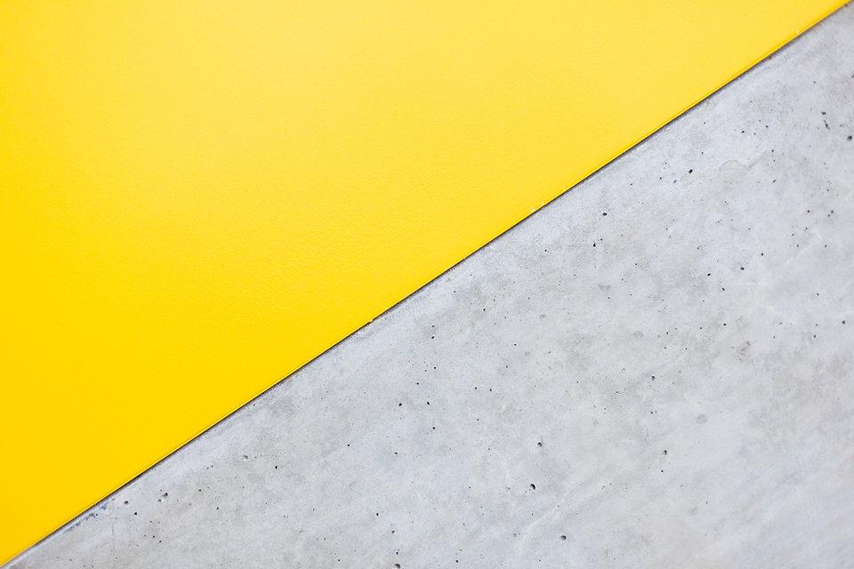 Gelbe und graue Wand