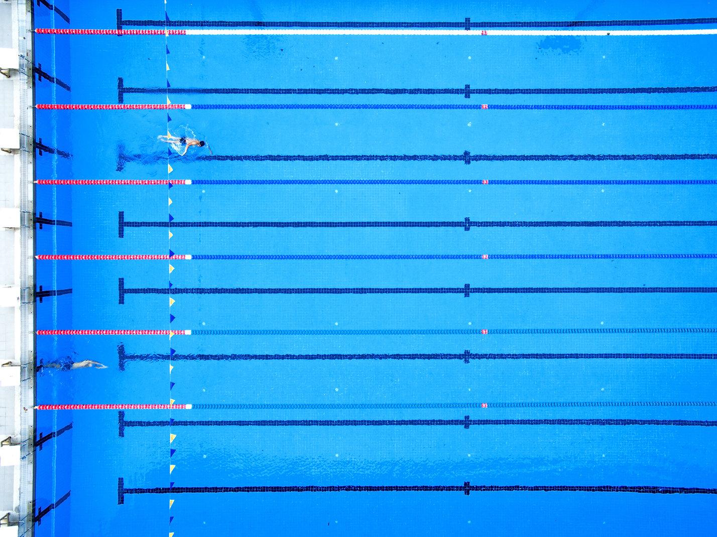 Vista aérea de una piscina