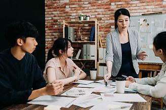 Reunión del equipo de lluvia de ideas