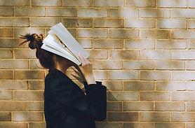 Femme, tenue, livre