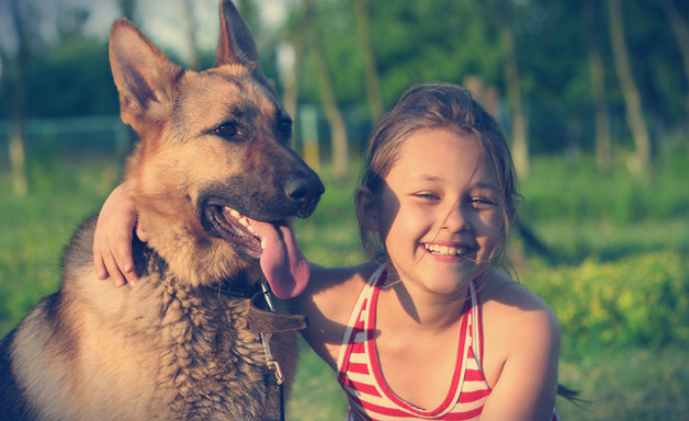 Mädchen mit Hund