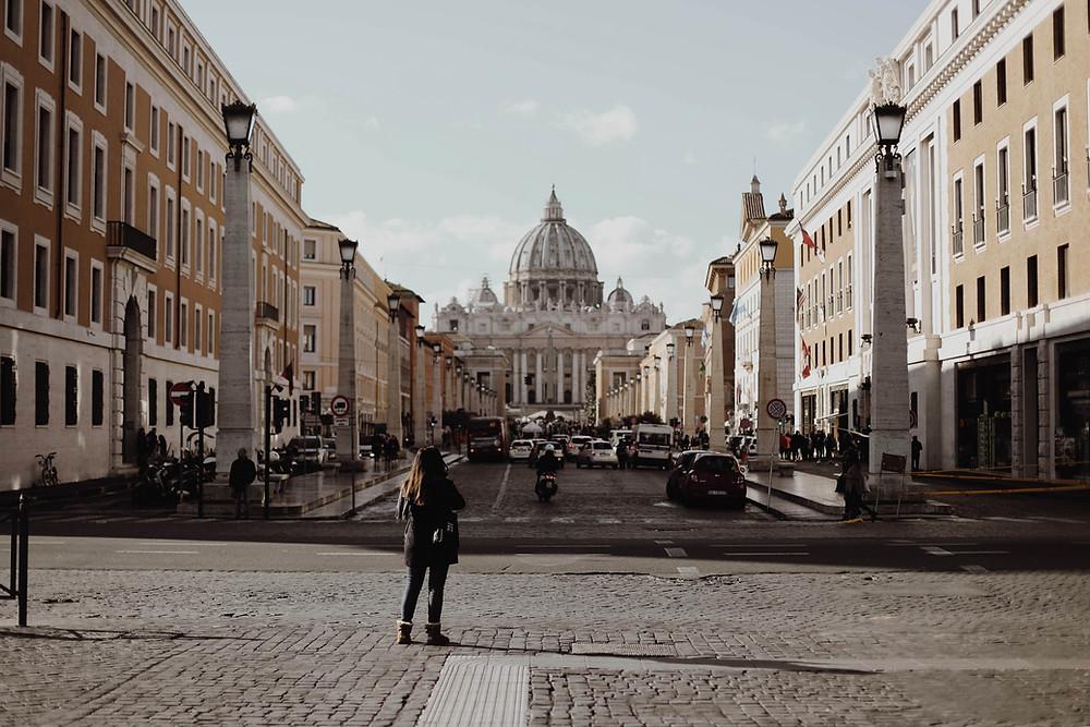Vatikan Binası
