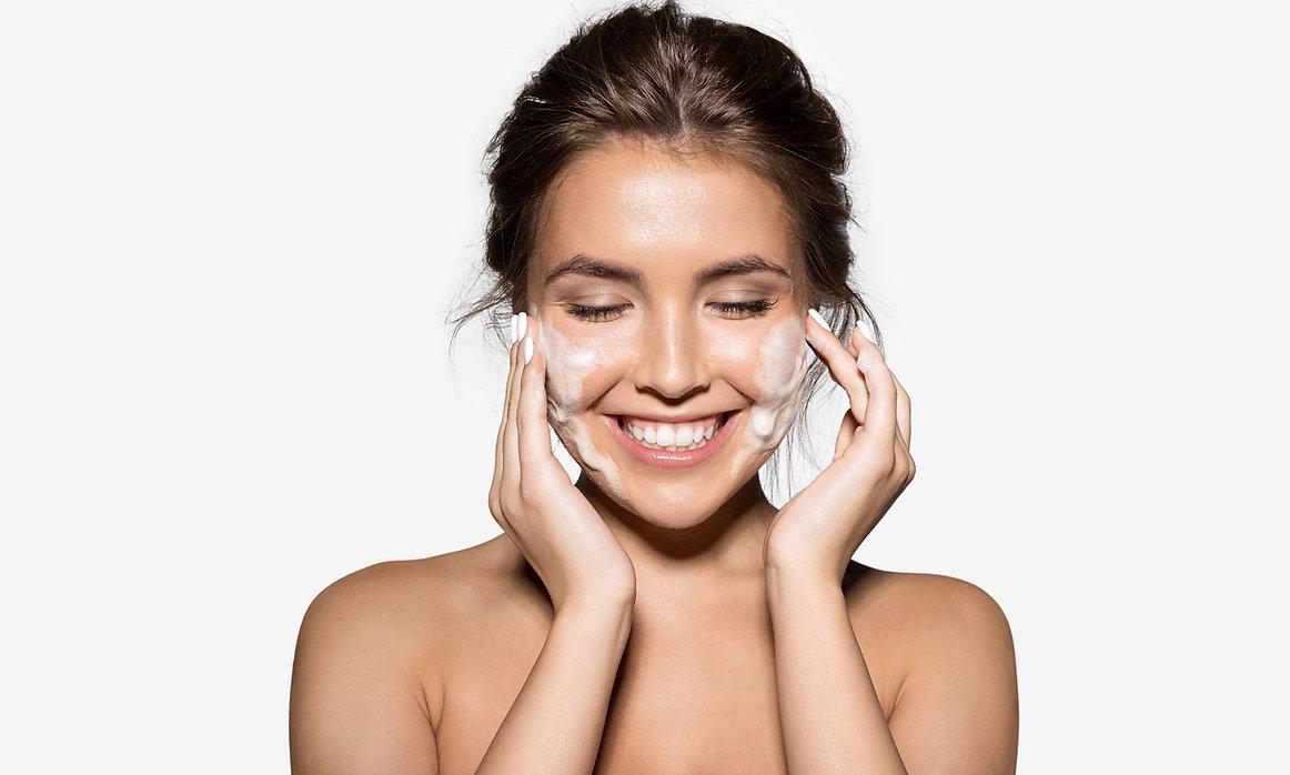 Happy Beauty Model Lamone Cleanser Cleansing mild foaming