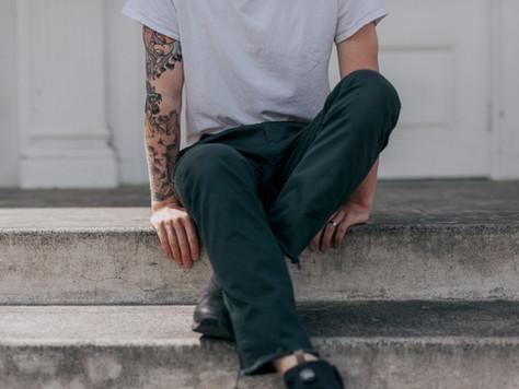 Anzug, Krawatte und Tattoo?