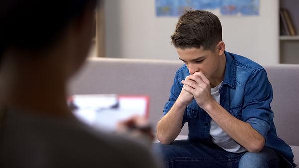 Hombre joven en terapia
