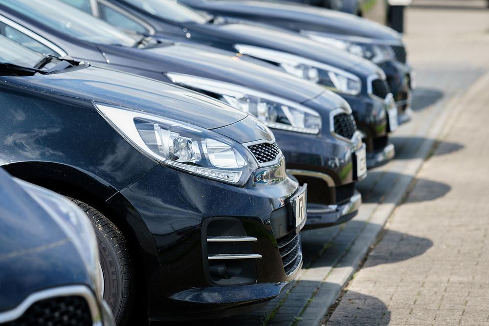 Pandemia e dólar nas alturas acentuam crise do setor de veículos importados
