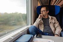 Reisender im Zug
