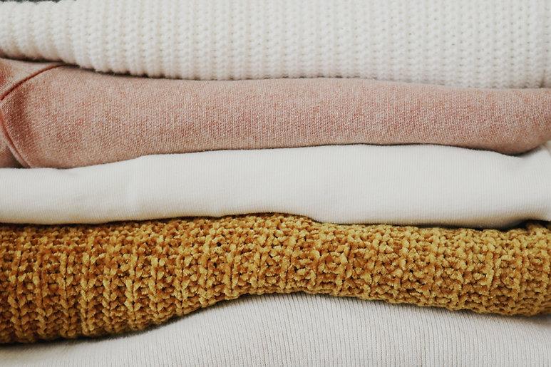 Mucchio di maglia piegata