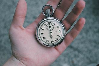 Taschenuhr in der Hand
