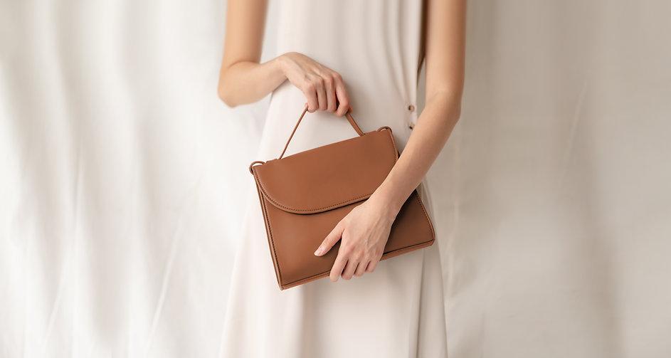 茶色のかばん
