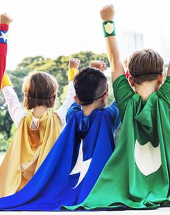 Crianças com capas