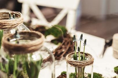 植物が付いているガラス瓶