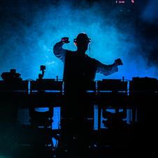 DJ on the Set