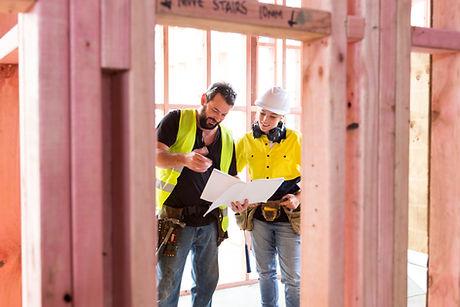 Pracownicy na placu budowy