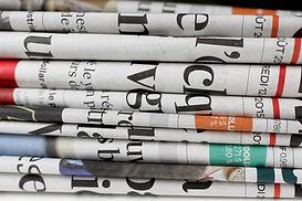 Hög med tidningar