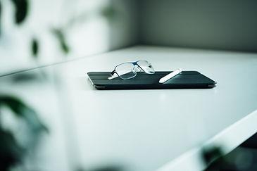 Cubierta de tableta y gafas
