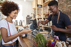 Betaler for dagligvarer