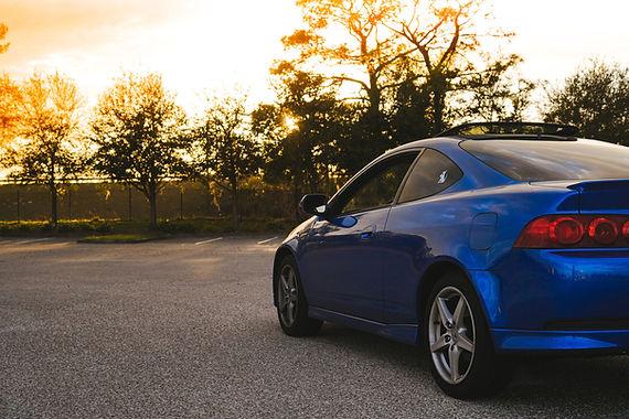 中古車青い車