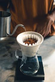 Verser le café dans le filtre