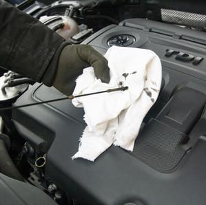 車のオイル差し