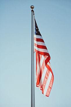 Drapeau américain sur poteau