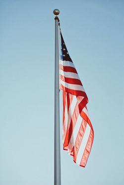 Bandera americana en el poste