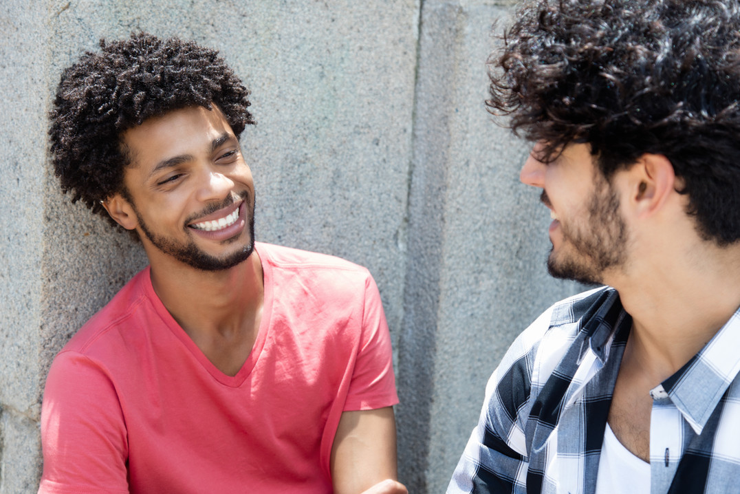 Dois amigos conversando